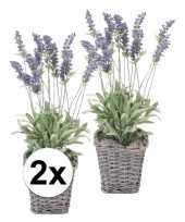2x paarse lavendel kunstplant in rieten mand 45 cm